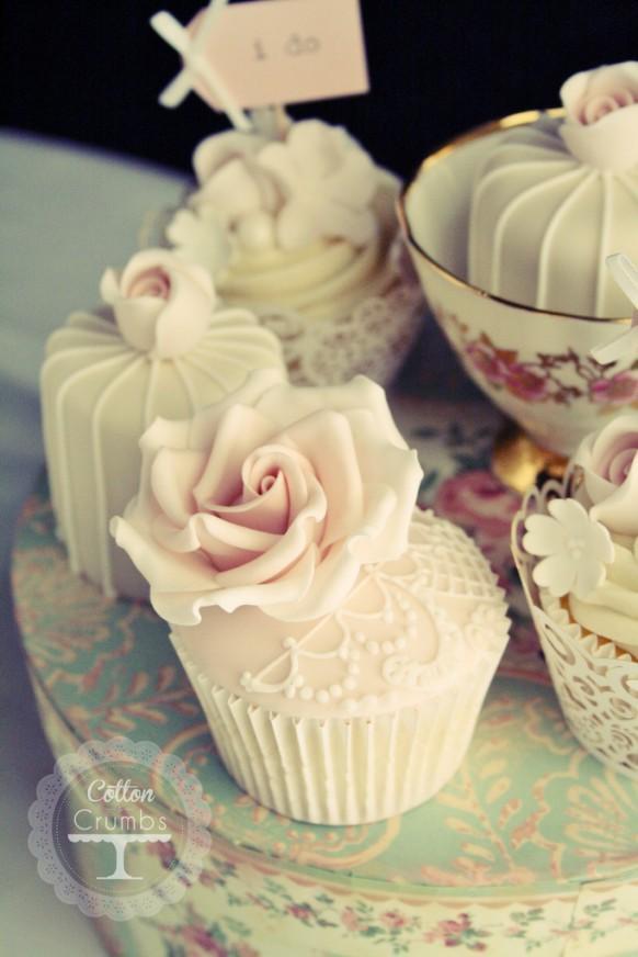 hochzeits cupcakes vintage lace cupcake 1930643 weddbook. Black Bedroom Furniture Sets. Home Design Ideas