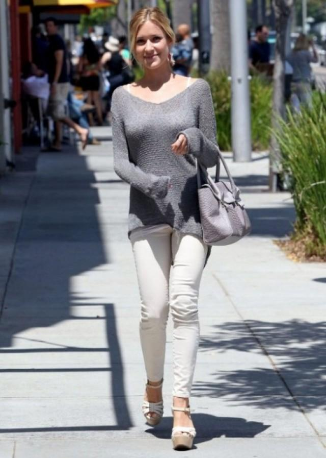 Kristin Cavallari Gray Long Sleeve Sweater Weddbook