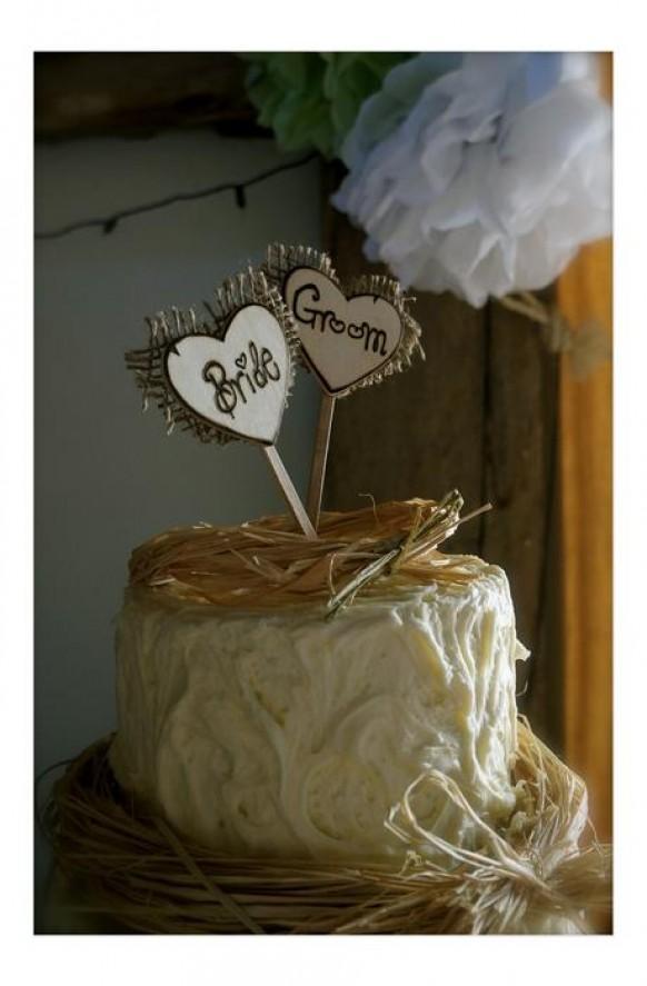 wedding photo - Rusting Wedding Cake - Bride and Groom Cake Topper