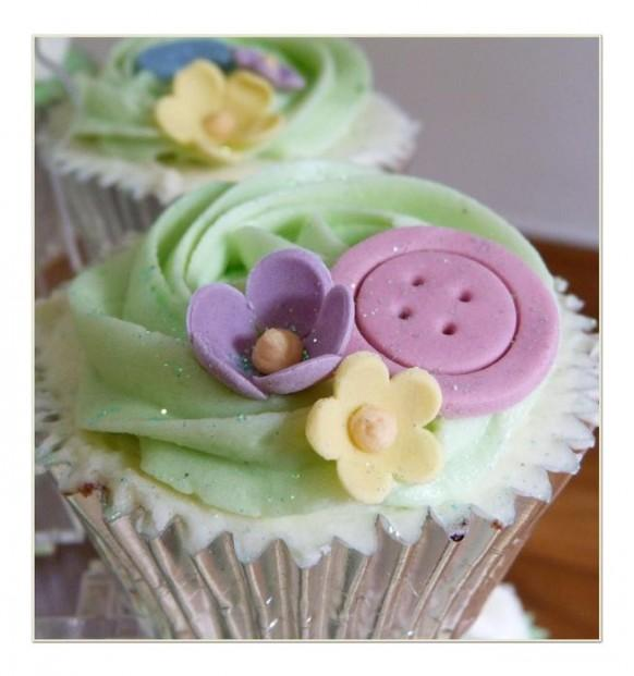 wedding photo - Birds, Buttons and Flowers Wedding Cupcakes