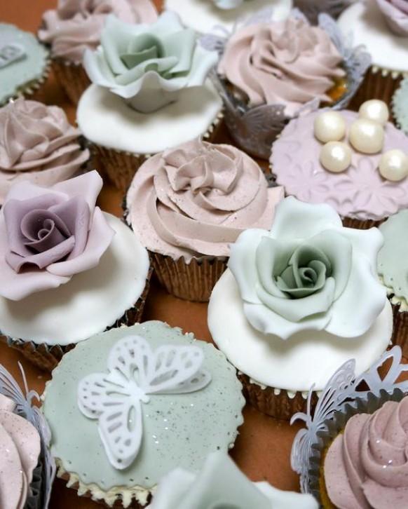 wedding photo - Roses & Pearls Wedding Cupcakes