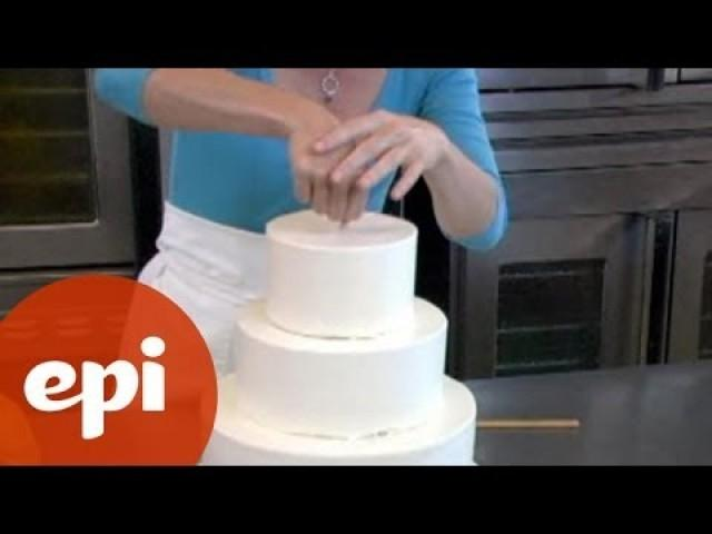 how to make your own wedding cake assembly 2001973 weddbook. Black Bedroom Furniture Sets. Home Design Ideas