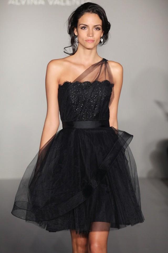 Советы по подбору черного коктейльного платья