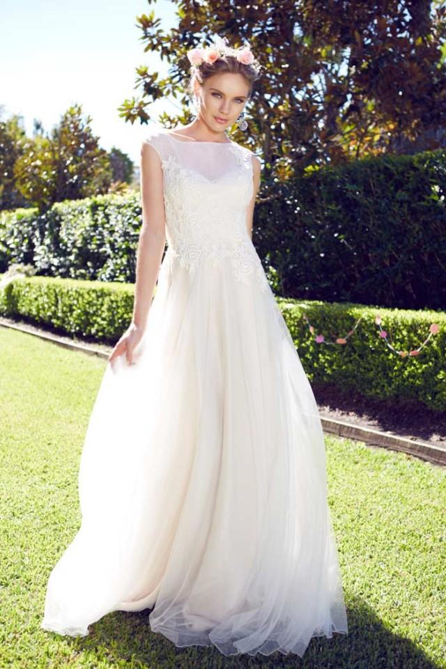 Garden wedding dresses for the bride and her girls weddbook for Garden wedding party dresses
