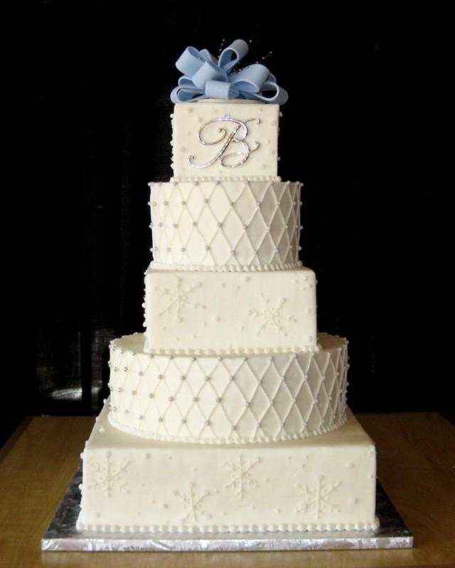 Alternating Square And Round Wedding Cakes
