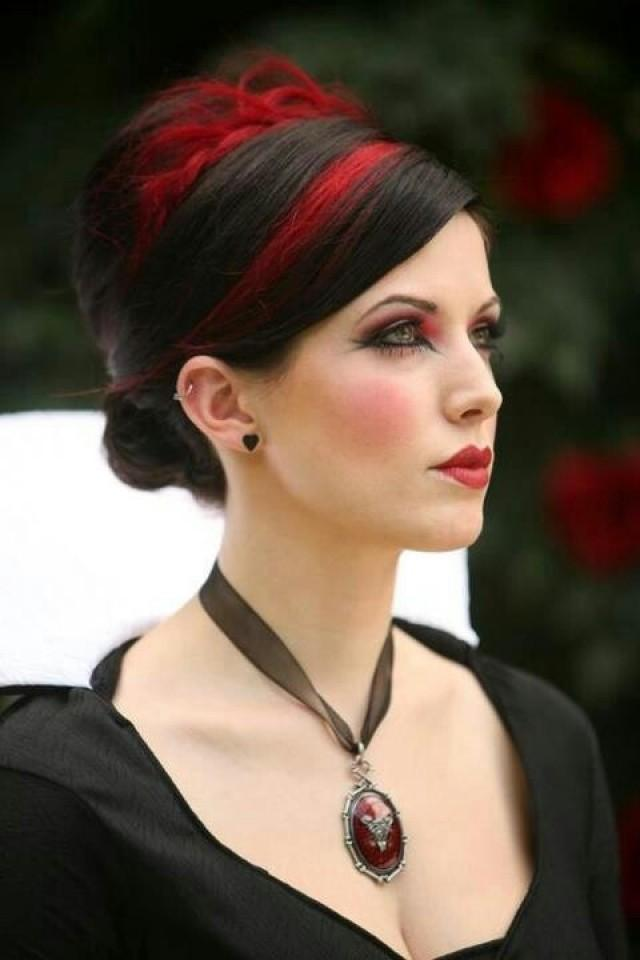 Gothic wedding red and black hair 2031036 weddbook for Coupe cheveux burlesque