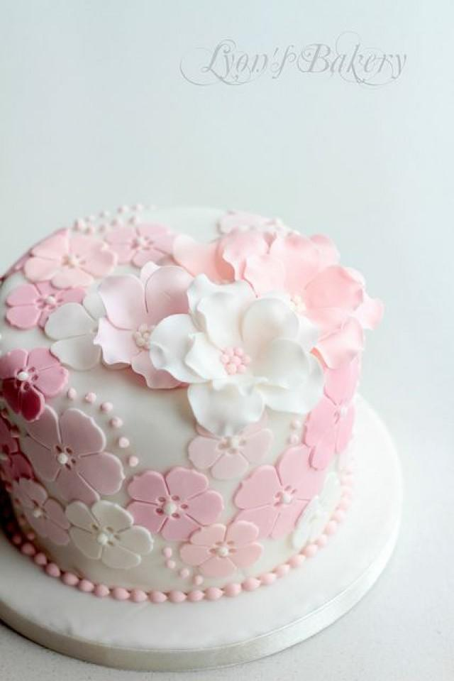 Decorate Cake With Fondant Flowers : Wedding Cakes - Soft And Pretty Little Cake. #2031254 ...