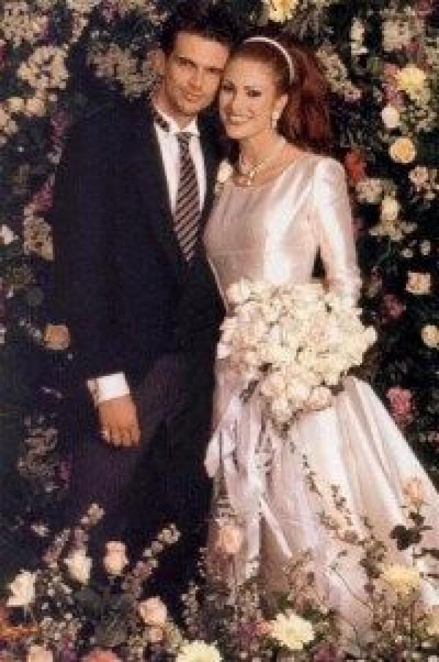 Celebrity Wedding Ashley Hamilton And Angie Everhart 1996 2040185 Weddbook