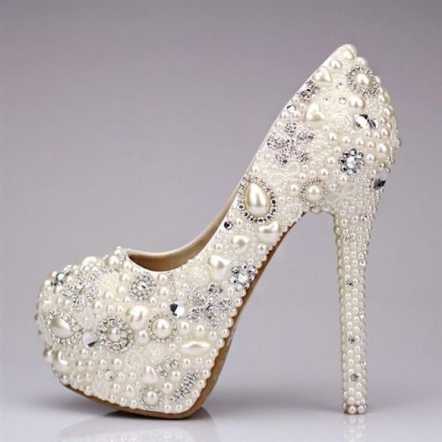 Modish wedding shoe clips assortment