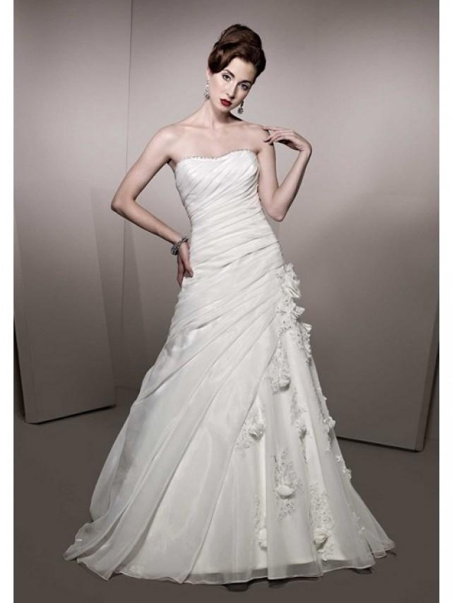 wedding photo - A-Line Strapless Chapel Trailing Beadings Appliqued White Organza Flowers Wedding Dresses