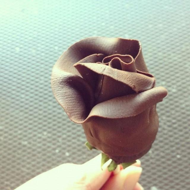 Rose Wedding Chocolate Covered Strawberry 2052619