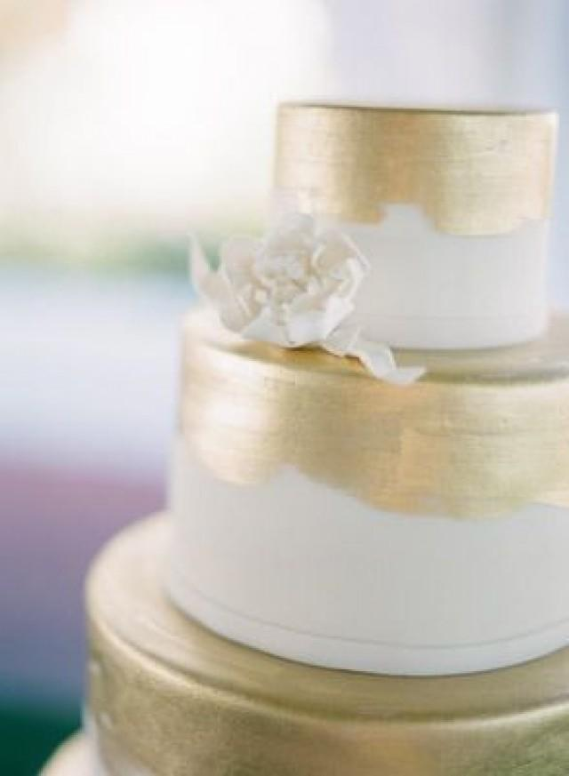 Gold Wedding White Amp Gold Wedding Cakes 2059094 Weddbook
