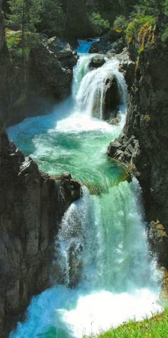 Honeymoon amazing places in the world 2074330 weddbook for 7 most amazing places in the world