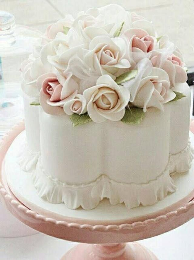 How To Decorate A Cake Like Lace