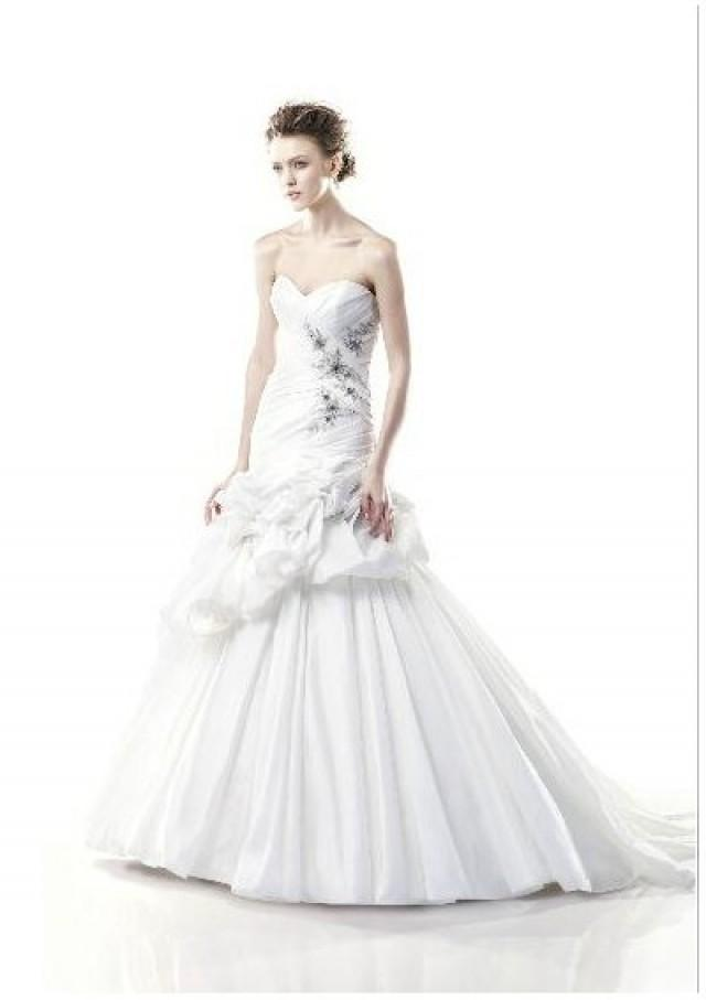 wedding photo - Taffeta Strapless Sweetheart Neckline Pleated Bodice With Beaded Appliques Asymmetrically Dropped Waistline A-line Ruffled Skirt