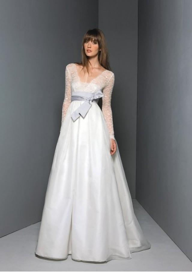 wedding photo - Organza Straight Neckline Overlay With V-neckline And Long Sleeves Lace Empire Bodice Empire Gathered Skirt Hot Sell Wedding Dre