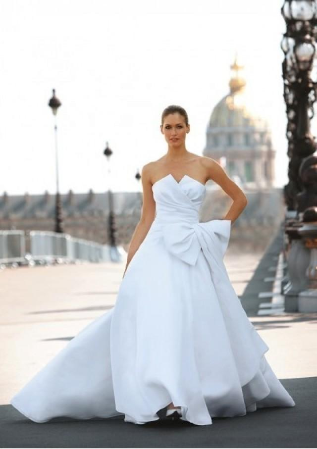 wedding photo - Organza Strapless Notched Neckline Pleated Bodice With Bow Accents A-line Skirt With Attached Chapel Train Hot Sell Wedding Dres