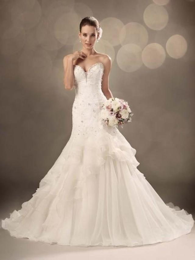 wedding photo - Choose Right Charming Wedding Dress