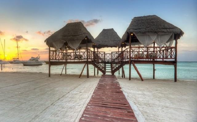 5 intimate beach wedding venues weddbook for Best intimate wedding venues