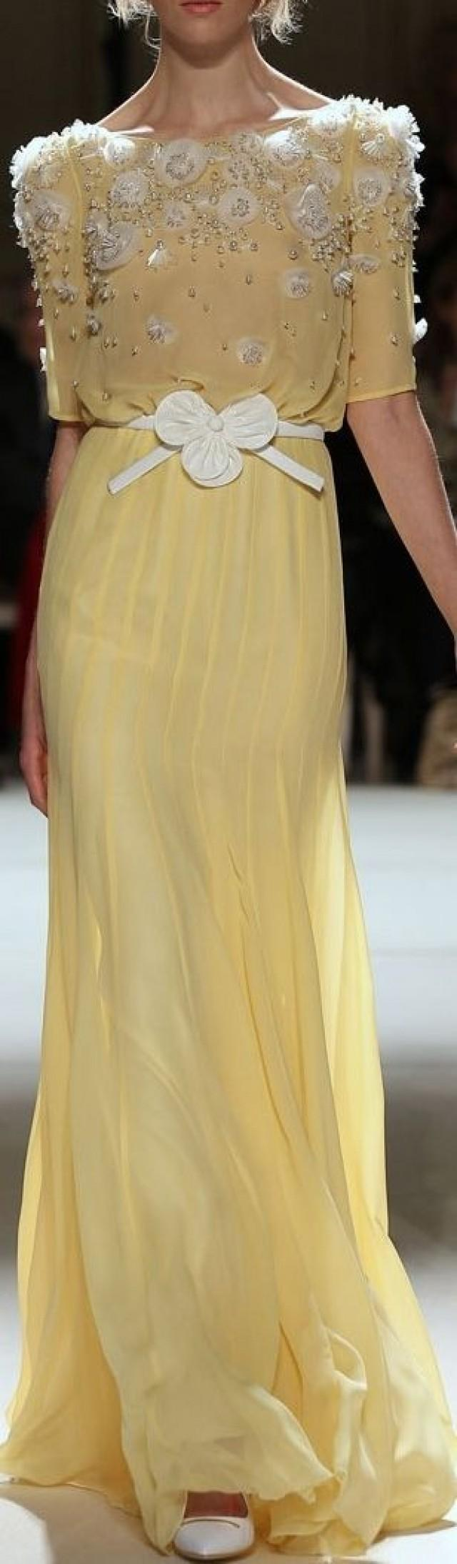 gelbe hochzeits kleider sehnsucht yellows 2087578. Black Bedroom Furniture Sets. Home Design Ideas