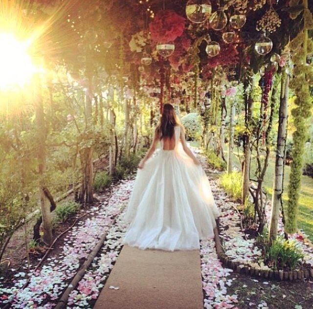 Garden Wedding - Encha...