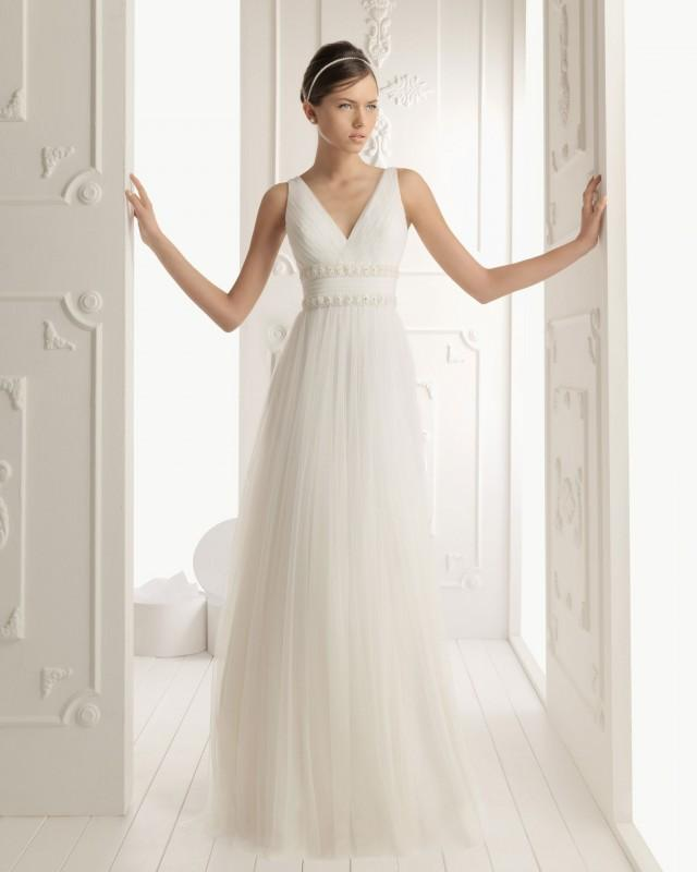 wedding photo - Column V-neck Court Train Tulle Lace Appliqued Wedding Dress(WD0594)