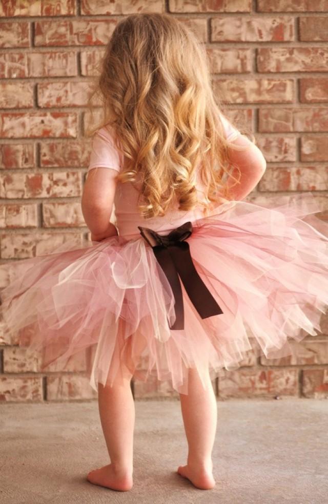 Танцует девушка в розовой юбке 17 фотография