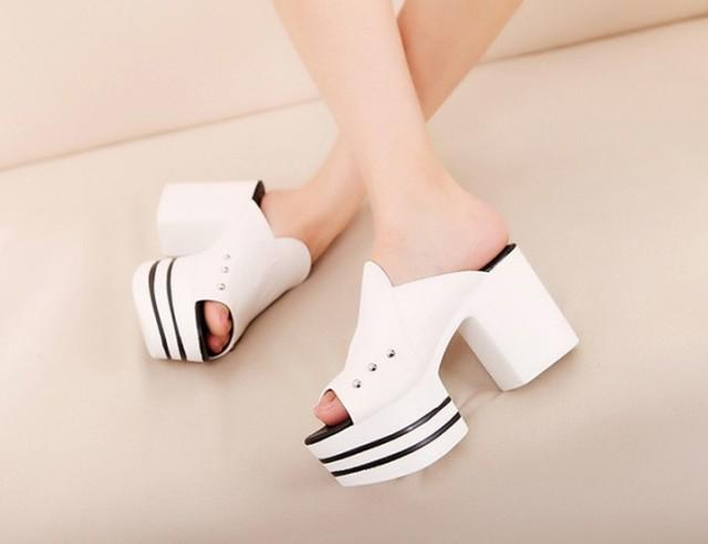 wedding photo - Korean Style Peep Toe Thick Heels Color Block Sandals Sliver Silver SD0432