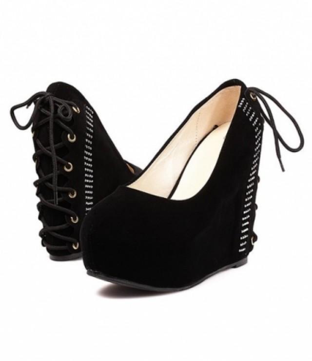wedding photo - New Style Rivet Embellished Platform Heels Shoes Black Black W0051