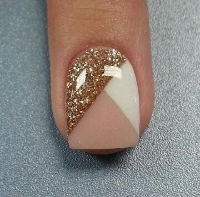 Дизайн ногтей на бежевом лаке