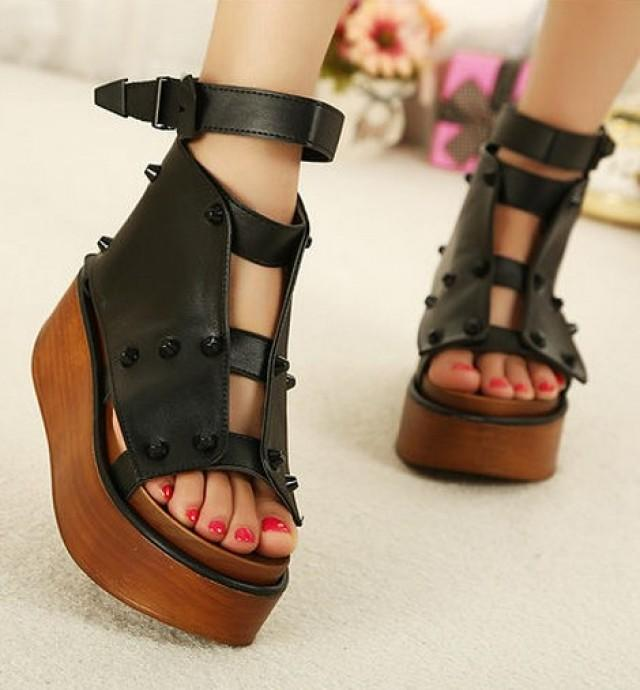 wedding photo - New Style Hollow Out Rivet Sandals Brown Brown SD0275