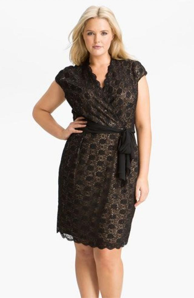 Черное кружевное платье для полных