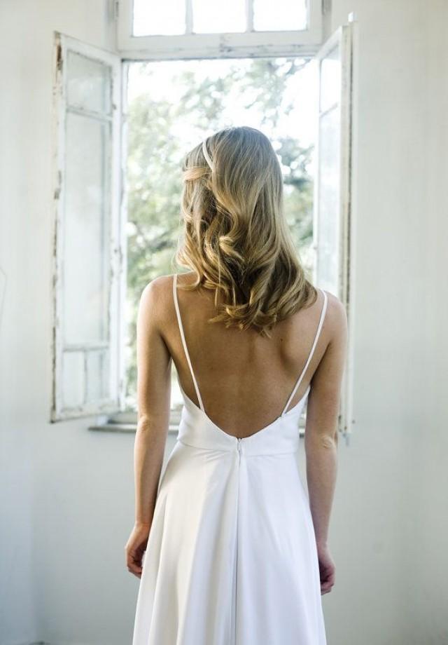 Romantic white chiffon beach wedding dress low back for Beach wedding dress low back