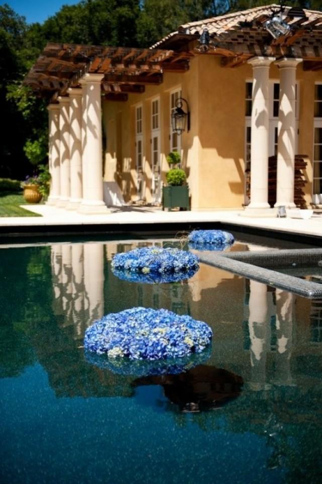 32 Adorable Floating Flower Wedding Decorations