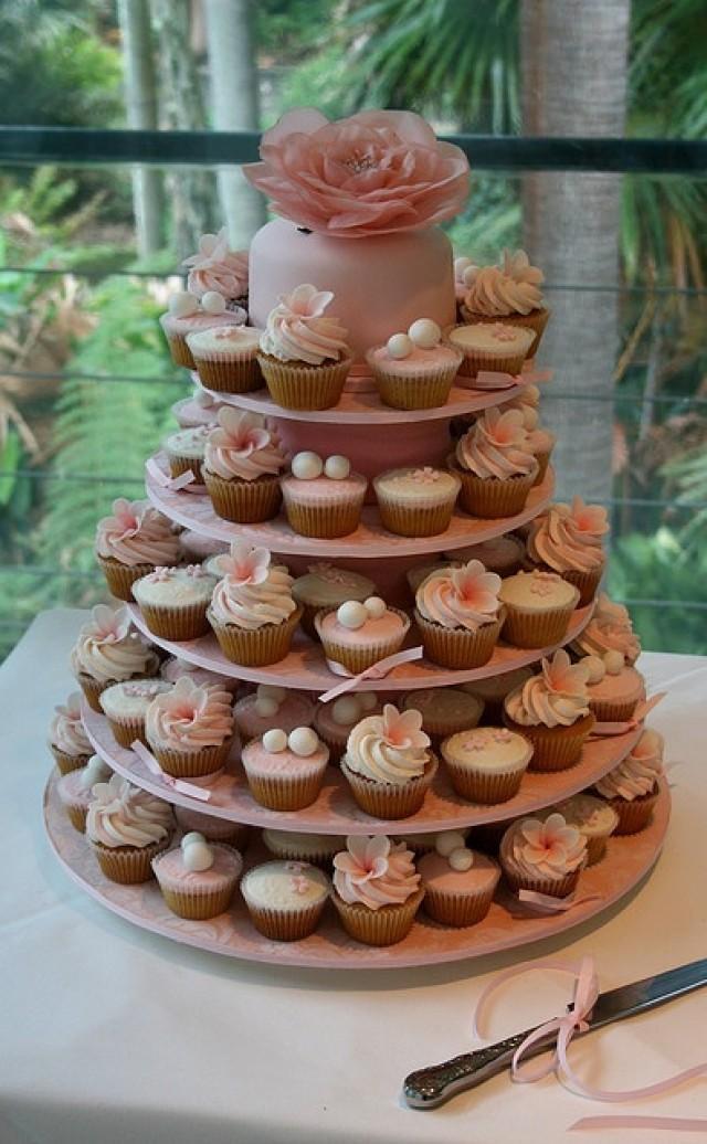 hochzeits cupcakes hochzeit cupcakes 2138551 weddbook. Black Bedroom Furniture Sets. Home Design Ideas