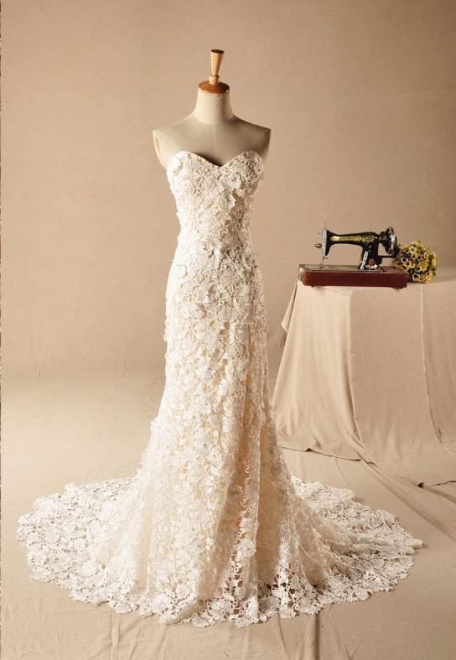 Кружевное приталенное свадебное платье