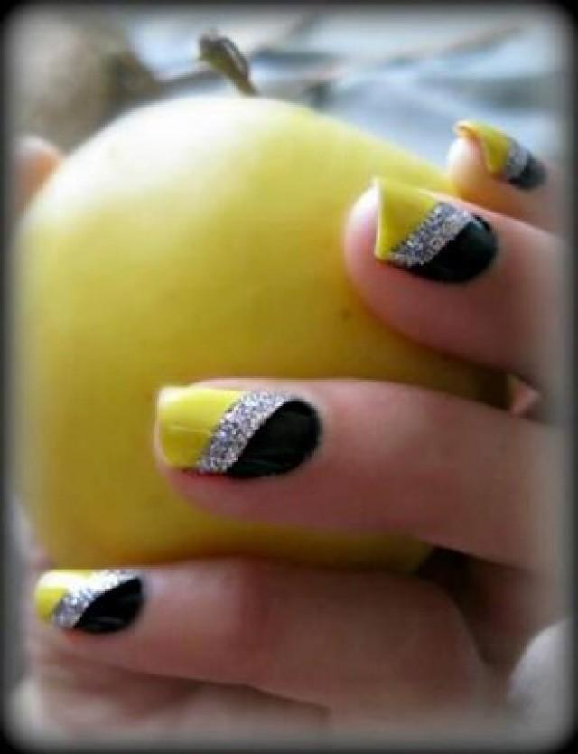 Дизайн ногтей в желто черном цвете