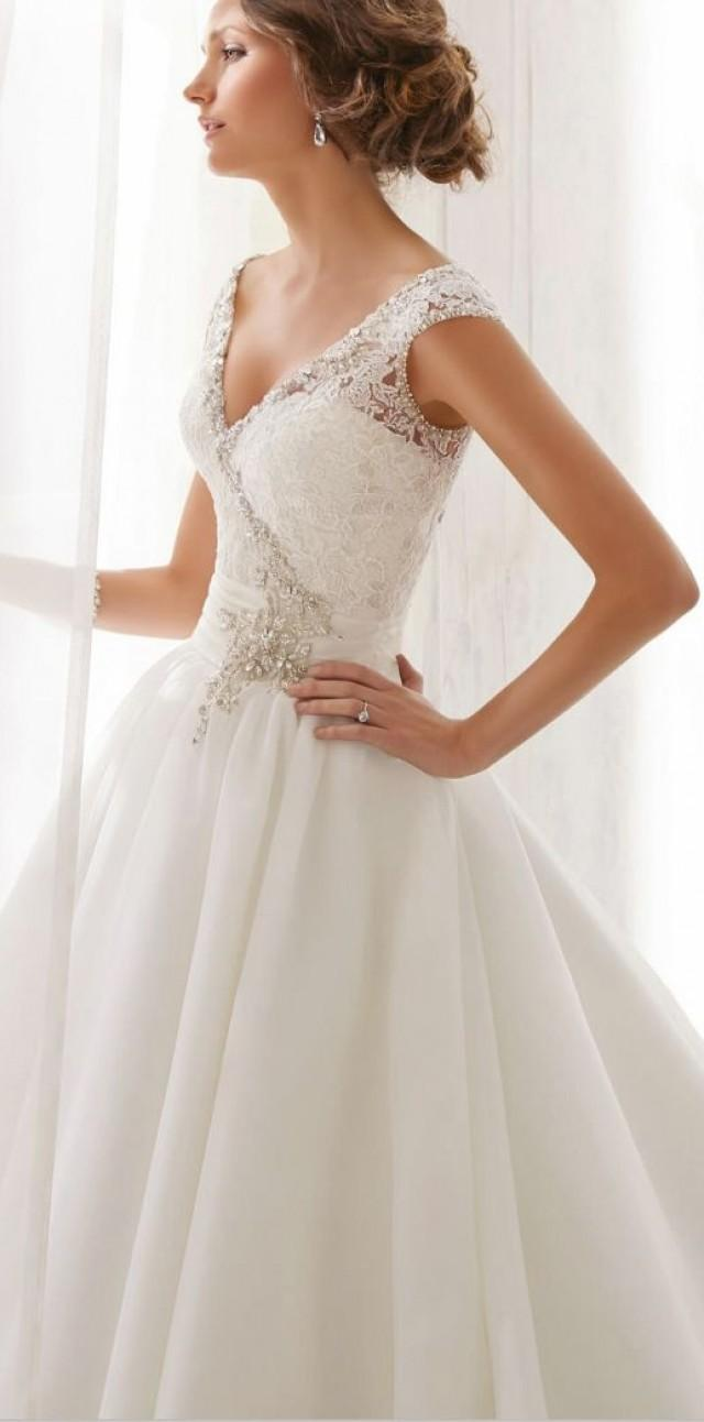 Ideas wedding planning help 2158213 weddbook for Wedding dresses for small frames