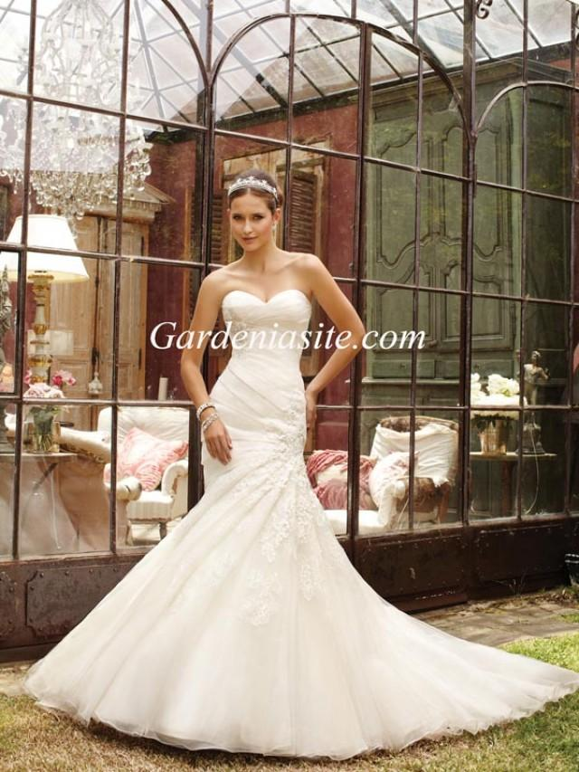 wedding photo - Mermaid/Trumpet Sweetheart Chapel Train Appliques Shiny Crystals Tulle Wedding Dress 2014