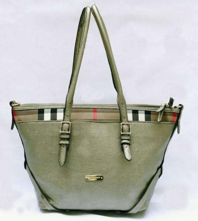wedding photo - BURBERRY Green Ladies Shoulder Bag with Flexible Straps
