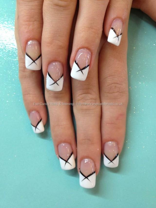 Фото дизайн ногтей френч белый с черным