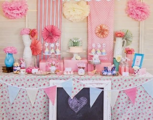 5 ideas para decorar tu boda con pompones de papel de seda - Ideas para decorar una pared ...