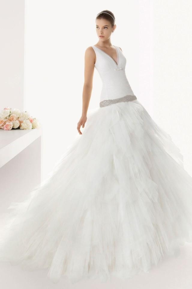 wedding photo - Beautiful V neck Sheath Tulle Court train Wedding Dress Online