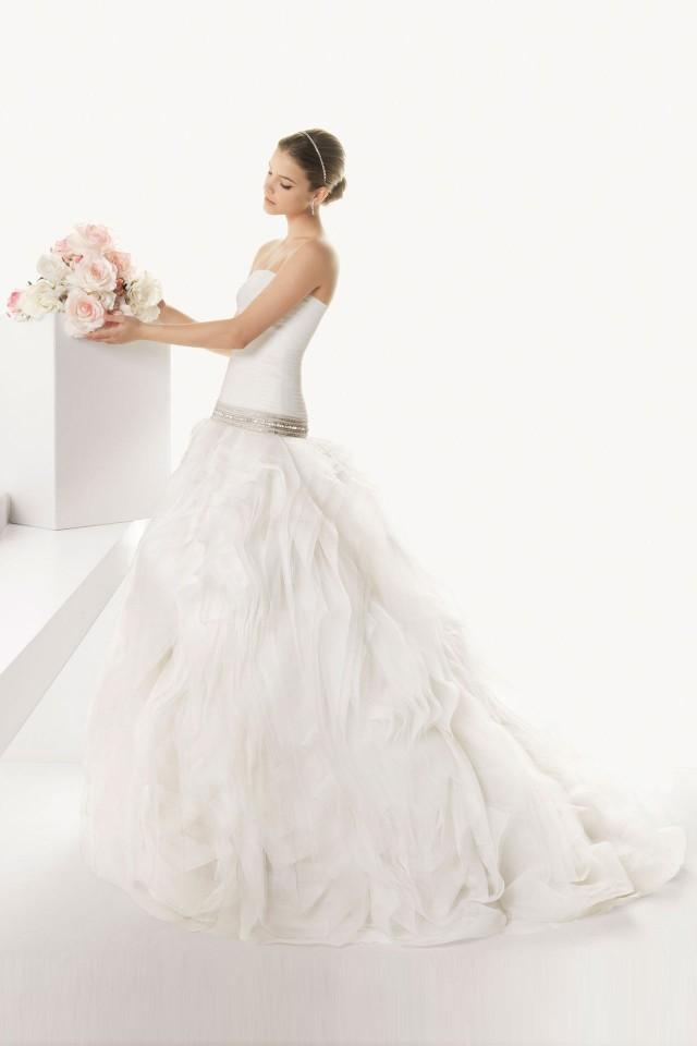 wedding photo - Vintage Strapless Court Train Tulle Wedding Dress with Wrap