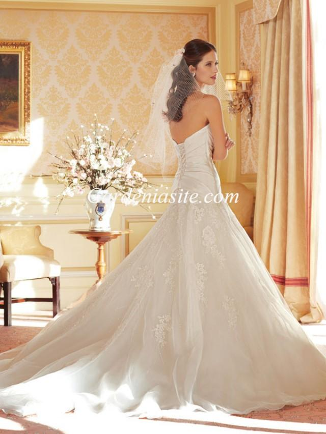 wedding photo - A-line Sweetheart Chapel Train Appliques Shiny Crystals Tulle Wedding Dress 2014