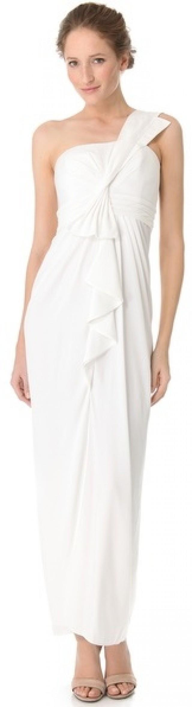 One shoulder dresses are here to stay. They are really stylish and make women look beautiful and sensual by showing a little more skin than a traditional strappy dress. You can wear them for important events, evening parties and even for a casual look on sunny summer days - it all depends on the type of dress you choose.
