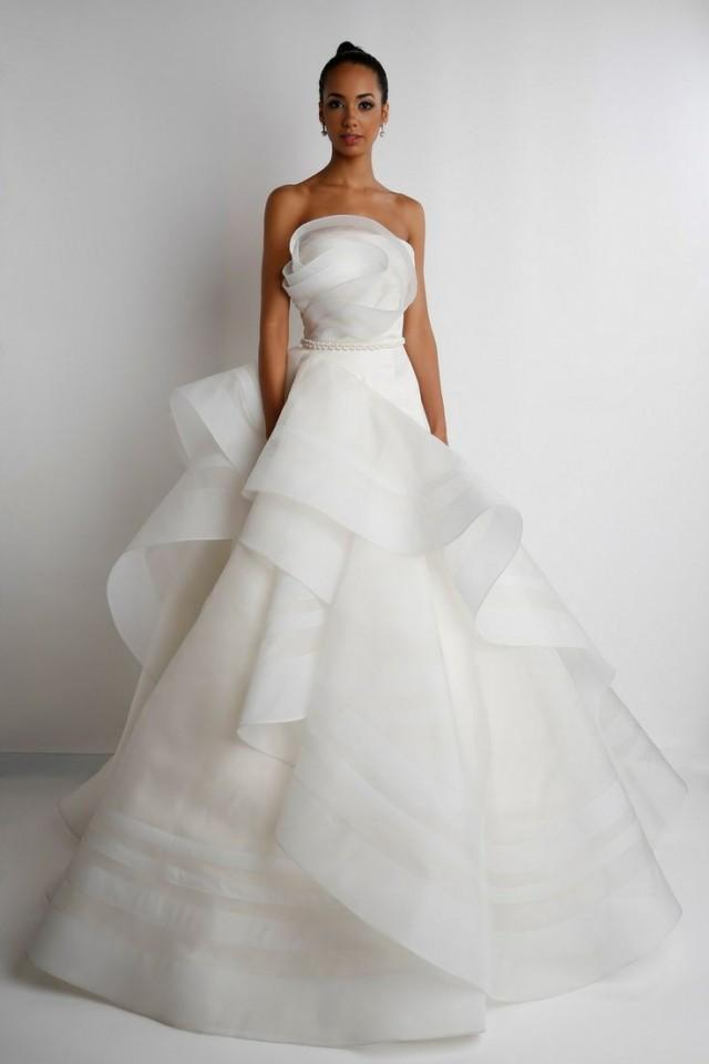 Best designer wedding dresses 2014 bridesmagazinecouk for Custom wedding dress designers