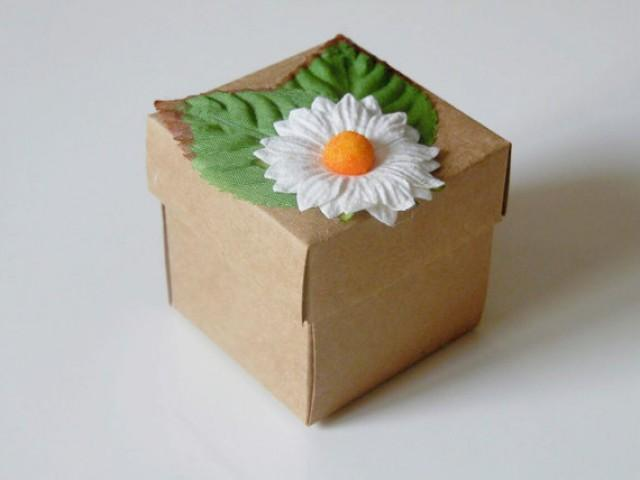wedding photo - 10 white daisy kraft favor box. Wedding, bridal shower, baby shower, tea party candy or gift box