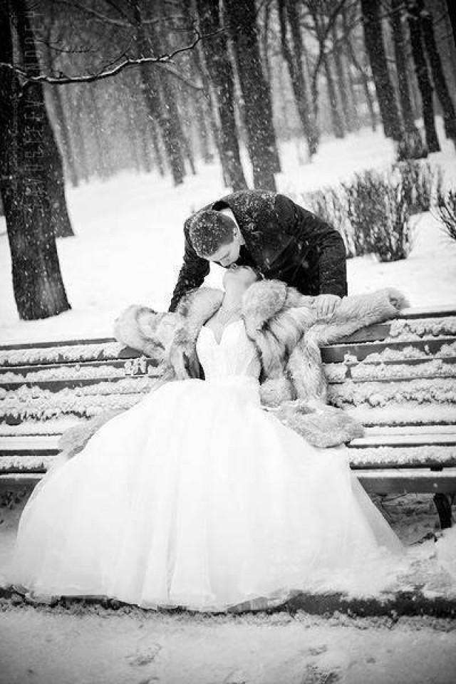 wedding photo - Winter Wedding Photo Idea