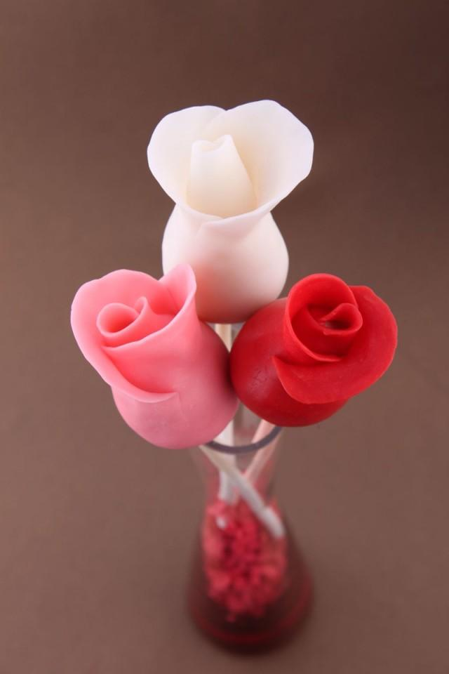 how to make rose bud cake pops cooking handimania weddbook. Black Bedroom Furniture Sets. Home Design Ideas